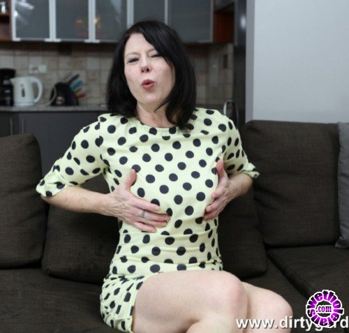 DirtyGardenGirl - DirtyGardenGirl - Dots, fisting and prolapse (FullHD/1080p/489 MB)