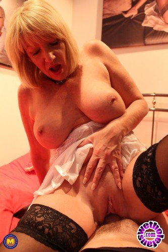 Mature - Amy (EU) (54) - British housewife Amy fucking and sucking (FullHD/1080p/1.16 GB)