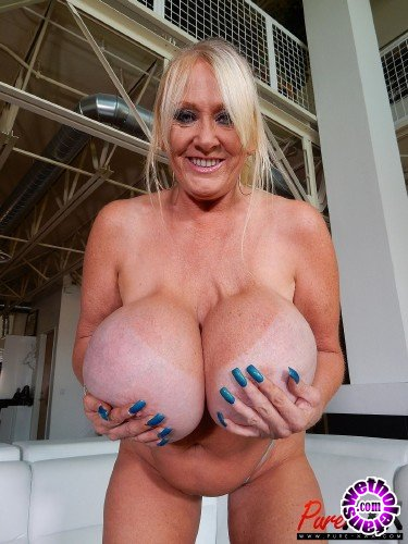 Pure-XXX - Kayla Kleevage - Super busty GILF Kayla Kleevage makes him cum (FullHD/1080p/456 MB)