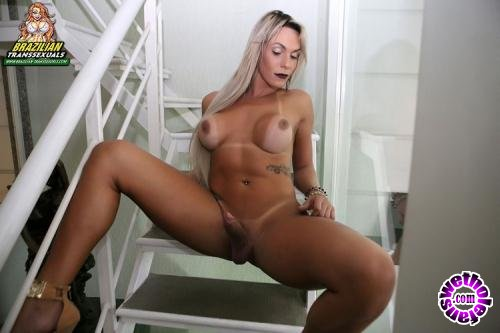 Brazilian-Transsexuals - Camyli Victoria - Gets Wet - Remastered (FullHD/1080p/958 MB)