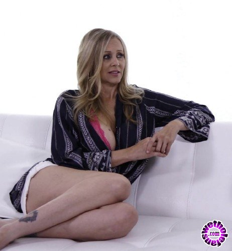 ThirdMovies/Ztod - Julia Ann -  MILF Julia Ann Gets Fucked Hard On Couch (FullHD/1080p/1.25 GB)
