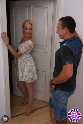 Mature - Yelena Vera (46) - Horny housewife doing her toyboy (FullHD/1080p/1018 MB)