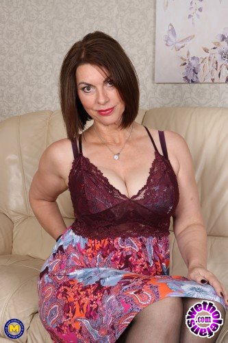 Mature - Christine O. (EU) (48) - British hairy Milf playing with herself (FullHD/1080p/1.02 GB)