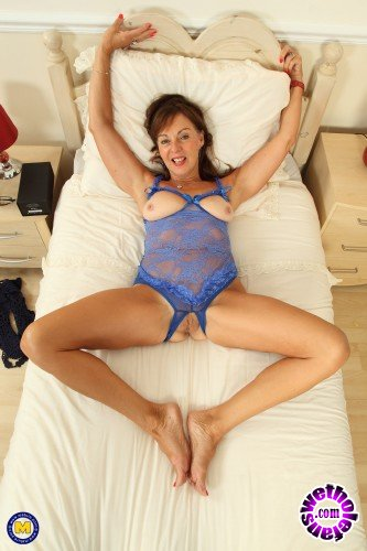 Mature - Georgie (EU) (64) - British mature lady fingering herself (FullHD/1080p/1.52 GB)