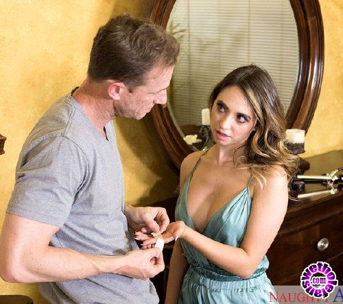 MySistersHotFriend/NaughtyAmerica - Quinn Wilde - My Sisters Hot Friend (HD/875MB)