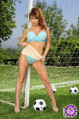 WickedPictures - Taylor Wane - Soccer Moms, Scene 1 (FullHD/1080p/691 MB)