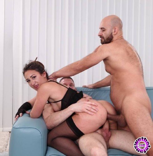 PinkoClub - Daniela Di Dispoli - Three on the sofa (FullHD/1080p/1.19 GB)