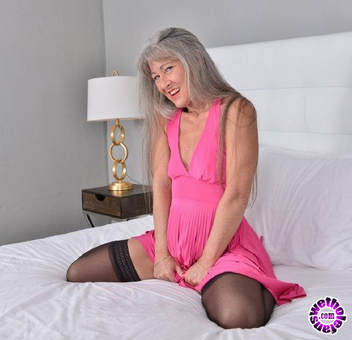 Mature - Leilani Lei (52) - Naughty American older lady playing with her toy (FullHD/1080p/915 MB)