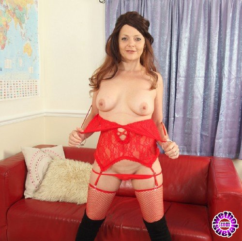 Mature - Gemma Gold (EU) (42) - British Gemma Gold playing with herself (FullHD/1080p/1.78 GB)