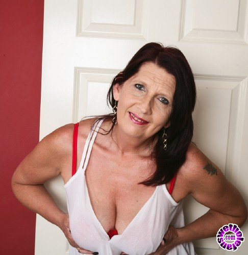 Mature - Katie Leigh (EU) (52) - British mature lady playing with herself (FullHD/1080p/1.50 GB)
