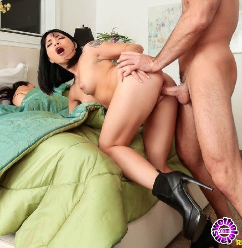 SneakySex/RealityKings - Rina Ellis - Dont Tell My Mom (FullHD/2.3GB)