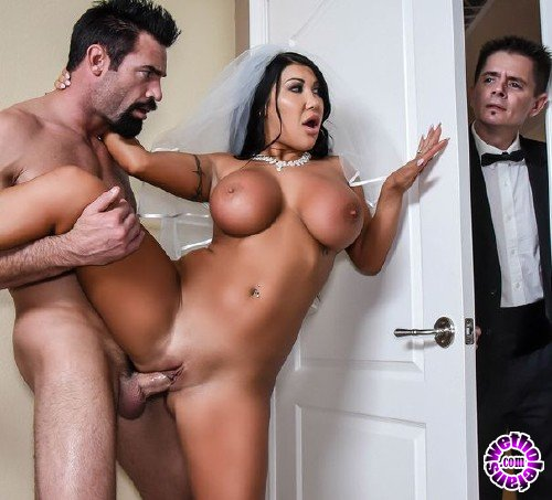 RealWifeStories/Brazzers - August Taylor - Catch The Garter Belt, Fuck The Bride (FullHD/2.6GB)