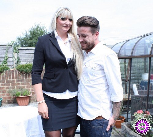 Mature - Lucy B. EU 31 - British horny housewife fucking and sucking (FullHD/1080p/1.67 GB)