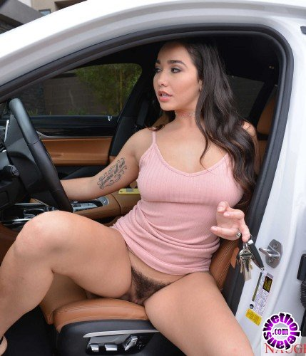 MyFriendsHotGirl/NaughtyAmerica - Karlee Grey - My Friends Hot Girl (HD/701MB)