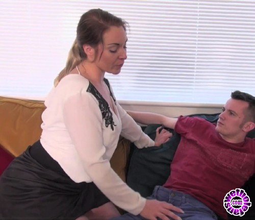 Hustler - Victoria Summers - My Step Sister Is A Slut (FullHD/1080p/846 MB)