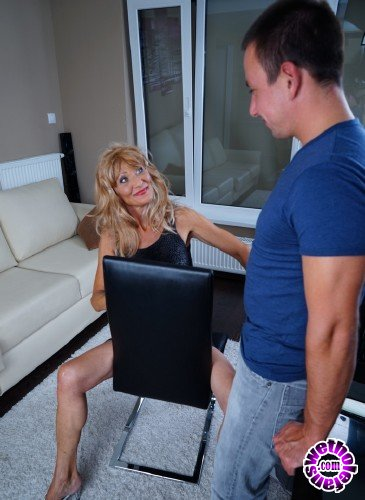 Mature - Szilvia M. 56 - Naughty housewife doing her toyboy (FullHD/1080p/1.18 GB)