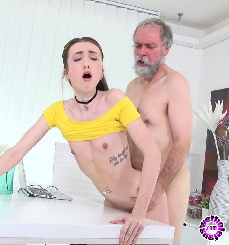 Old-n-Young/TeenMegaWorld - Empera - Old man fucks a fresh babe (UltraHD/4K/2160p/2.58 GB)