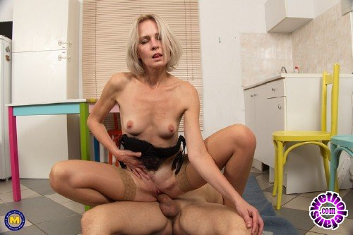 Mature - Artemia (45) - Hot Housewife Artemia Fucking And Sucking (FullHD 1080p/1.91 GB)