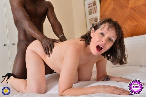 Mature - Tigger (EU) (49) - British Big Breasted Housewife Tigger Goes Interracial (FullHD 1080p/1.14 GB)