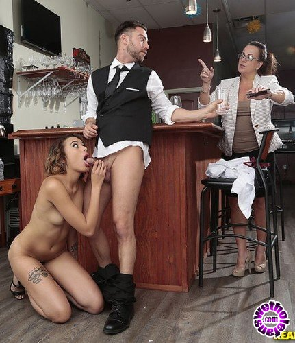 SneakySex/RealityKings - Eve Ellwood - Wet Bar (HD/442MB)