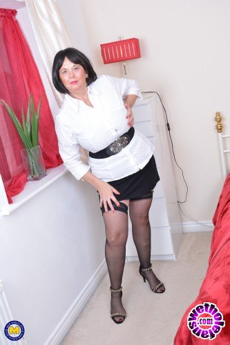 Mature - Lady Jane EU 63 - British curvy lady Jane playing with herself (FullHD/1080p/1.88 GB)