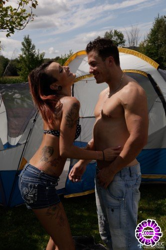 QuebecProductions - Sasha Dyxen, Nick Steel - Camping X-treme 02 (FullHD/1080p/1.59 GB)