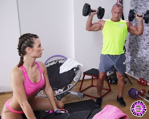 FitnessRooms - Jenifer Jane - Tight body Euro gym babe and hunk (FullHD/1.17GB)