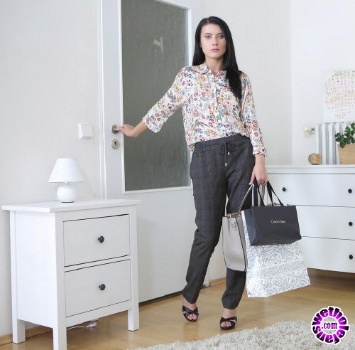 TmwVRnet/TeenMegaWorld - Nicole Black - Breathtaking Brunette Tries On New Clothes (FullHD/1080p/650 MB)