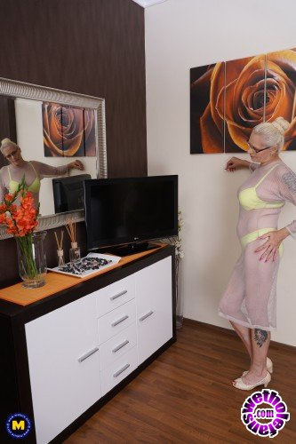 Mature - Celeste 50 - Hairy housewife fingering herself (FullHD/1080p/606 MB)