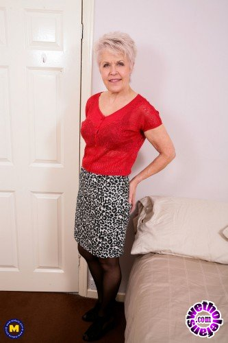 Mature - Lady Sextasy EU 64 - British mature lady playing with herself (FullHD/1080p/1.55 GB)
