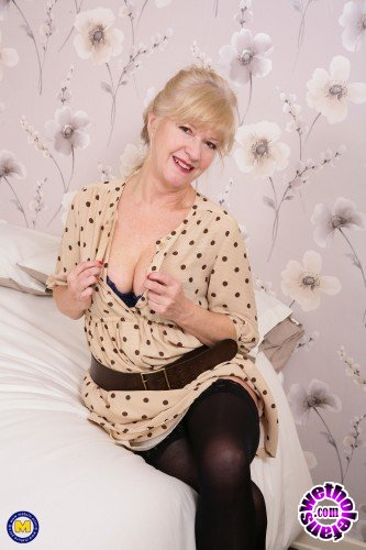 Mature - Emily Jane EU 62 - British housewife playing Emily Jane with her toy (FullHD/1080p/1.26 GB)