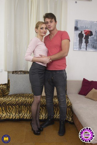 Mature - Luca Bella 37 - Hot housewife Luca Bella doing her toyboy (FullHD/1080p/1.81 GB)