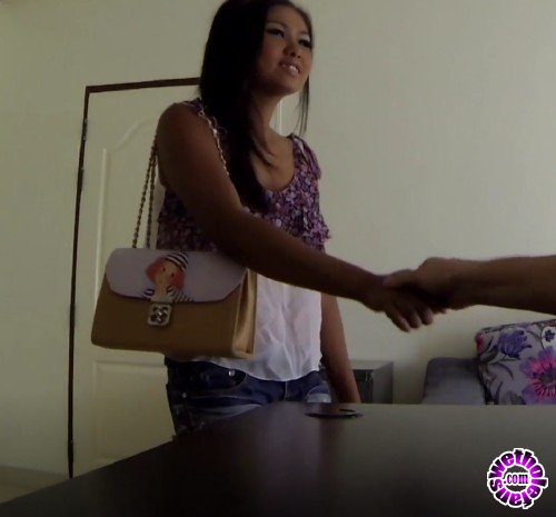 GoGoBarAuditions - Elle - Doesnt know what just happened but shes hired (FullHD/1080p/515 MB)
