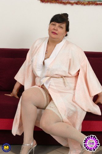 Mature - Arina 47 - Big mature lady Arina playing with her toys (FullHD/1080p/1.57 GB)
