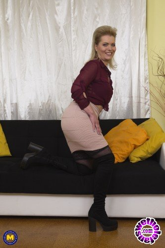 Mature - Mirka J. 47 - Naughty housewife Mirka playing with herself (FullHD/1080p/1.07 GB)