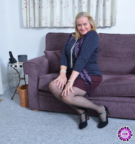Mature - Antoinette EU 63 - British mature lady playing with herself Antoinette (FullHD/1080p/1.63 GB)