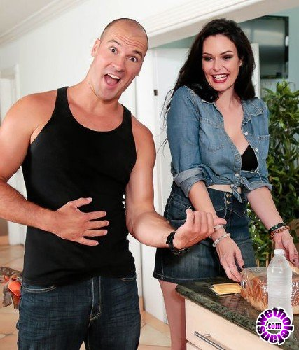MilfHunter/RealityKings - Elisa Morales - Break Time (FullHD/2.03 GB)