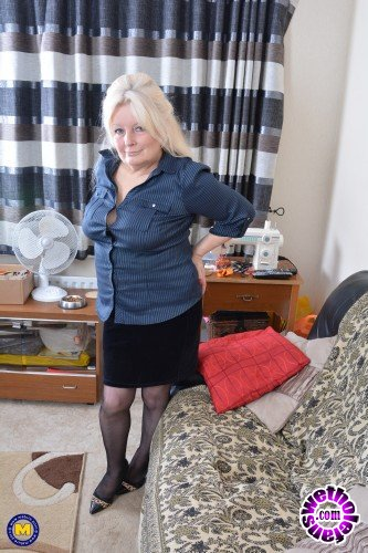 Mature - Cindy S. EU 59 - British curvy housewife Cindy goes wild (FullHD/1080p/1.45 GB)