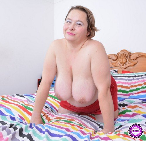 Mature - Netty EU 42 - British big mature lady Netty fingering herself (FullHD/1080p/1.76 GB)