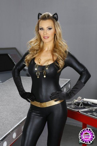 SexyMomma - Amanda Tate, Tanya Tate - Cat Girl Tanya, Makes Super Girl, Amanda, Cream (FullHD/1080p/596 MB)
