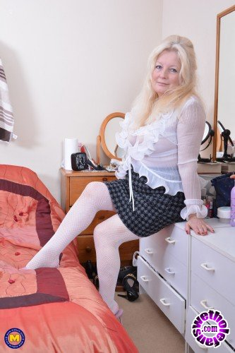 Mature - Cindy S. EU 59 - British curvy housewife Cindy fingering herself (FullHD/1080p/1.26 GB)