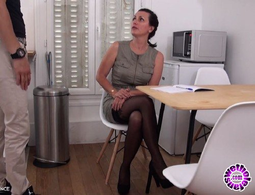 NudeInFrance - Leonie  - Prof Cougar Motive Son Jeune Eleve (HD/720p/415 MB)