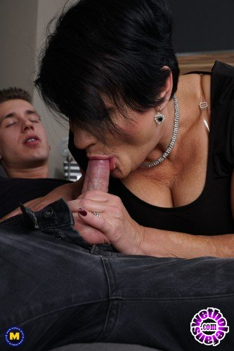 Mature - Freya 50 - Kinky mature Freya doing her toyboy (FullHD/1080p/1.43 GB)