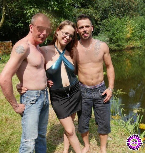 MariskaX - Amateur Pornstar - Outdoor trio with Belgian Agnes (FullHD/1080p/2.19 GB)