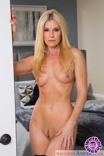 MyFriendsHotMom/NaughtyAmerica - India Summer - My Friends Hot Mom (HD/683 MB)