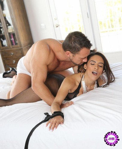 Exotic4k - Adrian Hush - Bound Latina (HD/1.18 GB)