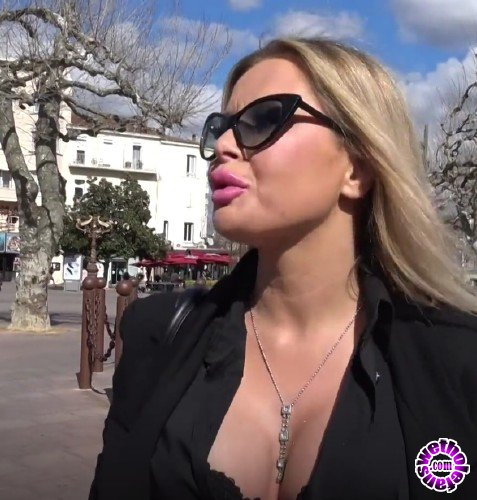 JacquieEtMichelTV - Joanna - Joanna, 30ans, hotesse de lair (FullHD/1080p/939 MB)