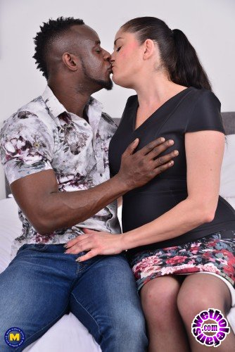 Mature - Leia Organa EU 48 - British housewife Leia goes interracial (FullHD/1080p/1.40 GB)