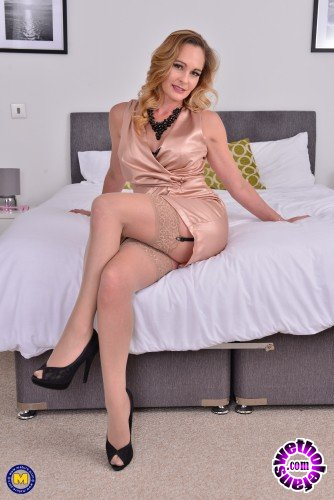 Mature - Elegant Eve EU 42 - British hot Milf Elegant Eve fingering herself (FullHD/1080p/916 MB)