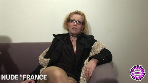 NudeInFrance - Amateurs - Trashy blondes get fist fucked (HD/720p/756 MB)